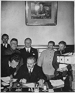 Molotov-Ribbentrop y Stalin