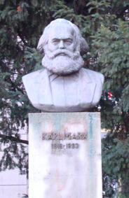 Karl Marx (1818, 1883) filósofo, historiador, sociólogo, economista y escritor socialista alemán. Ex Berlín oriental.