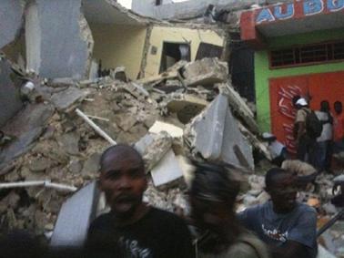 El 12 de enero de 2010 un fuerte terremoto destruyó en gran parte la capital de Haití, Puerto Príncipe y otras localidades de esa isla. Hubo cientos de miles de muertos y desaparecidos.